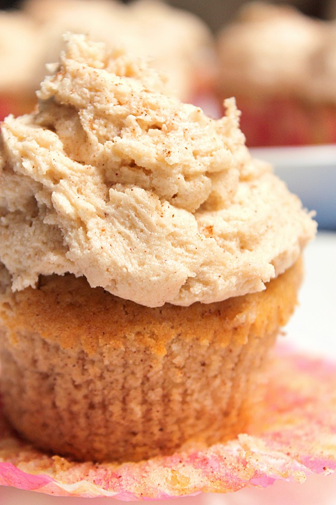 Snickerdoodle Cupcakes with Brown Sugar Buttercream - Fabtastic Life!