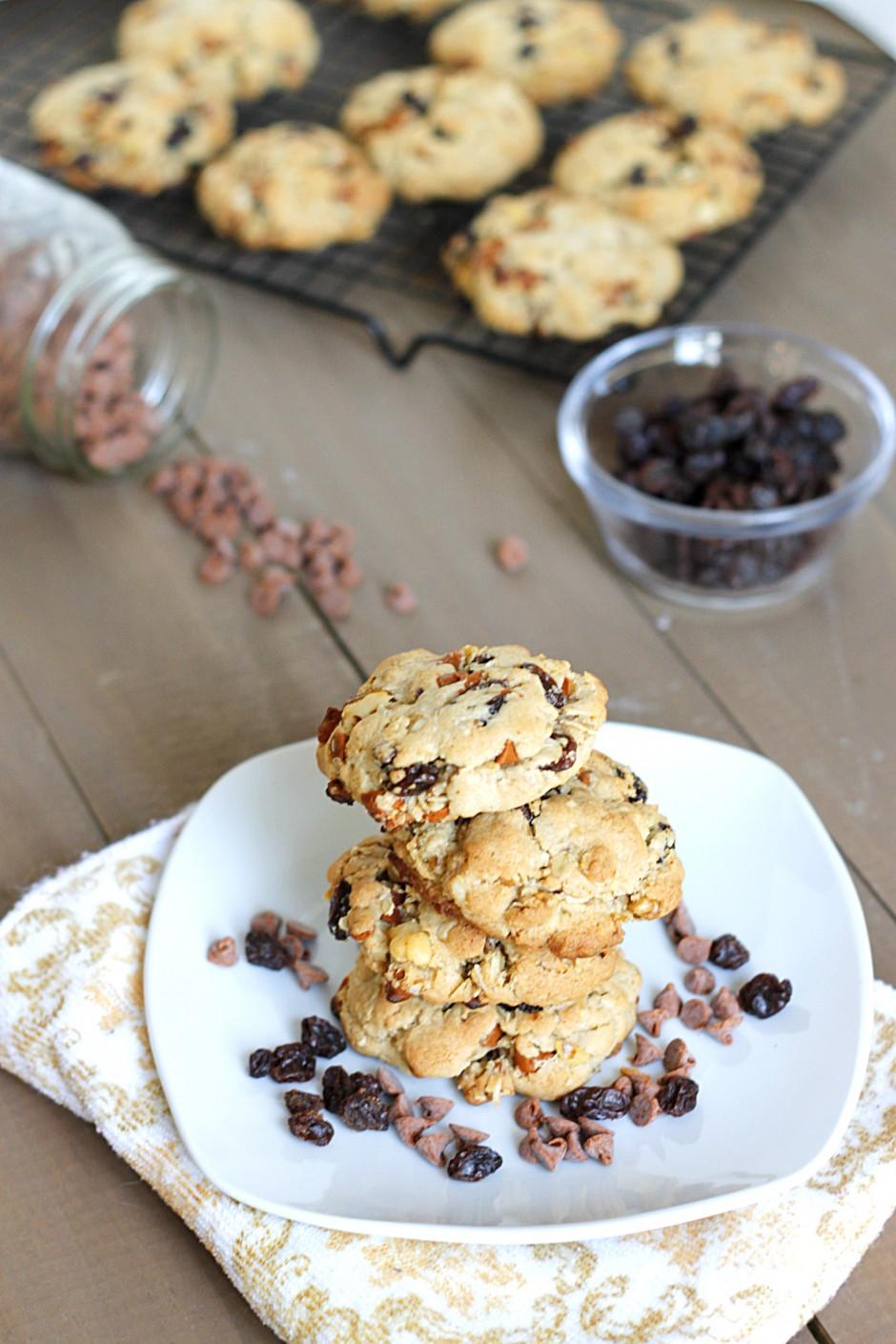 Cinnamon Raisin Walnut Oatmeal Cookies | Fabtastic Eats - Fabtastic ...